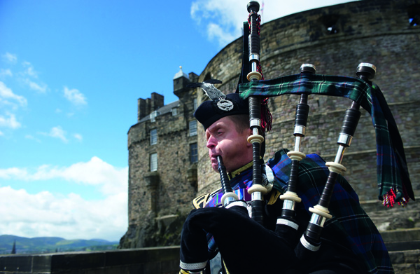 Piper at Edinburgh Castle entrance