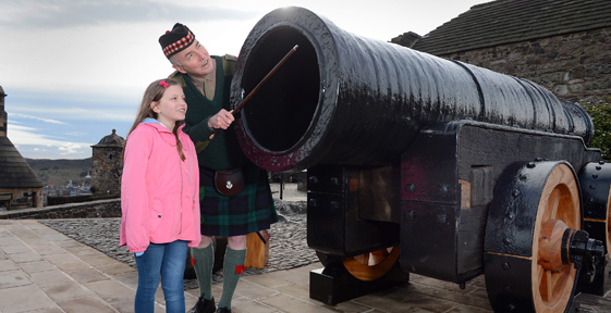 Mons Meg Returns to Edinburgh Castle
