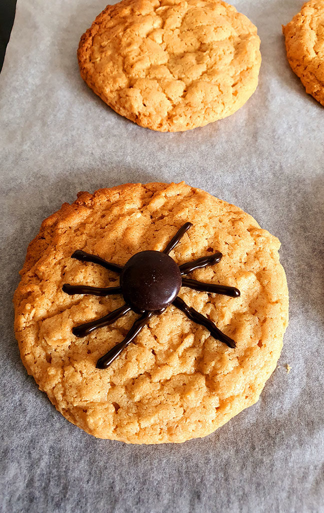 Cookie with a minstrel for the spider body
